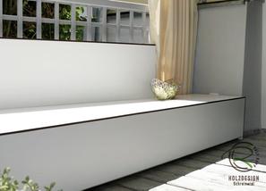Balkon-Lounge hergestellt mit Vollkernplatten oder Fassadenplatten