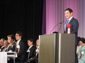 昨年11月の青年部・女性部全国組織化50周年式典に出席した松村議員