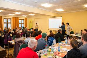 Weiterbildung in Regelkunde. Karsten Bechly aus Frankfurt (Oder) leitet die Diskussion anhand von Fallbeispielen aus der Praxis. (Foto: P. Pohle)