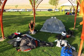 """Camping in einer """"Rest Area"""" an der Landstraße"""