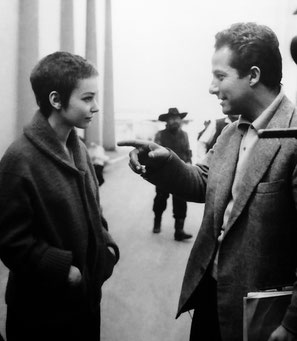 Gillo Pontecorvo e Susan Strasberg sul set di Kapò.