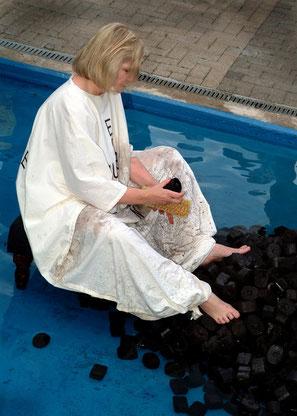 Marie-Luise O´Byrne-Brandl, Kohle waschen 2004, Foto: Charly Kanzen