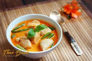 Gaeng Phed Gai; ; Thai Baan Neudorf; Yupin Seidel; thailändischer Kochservice; Foodtruck; Kochkurs, Thaifood, gesunde Ernährung, Restaurant