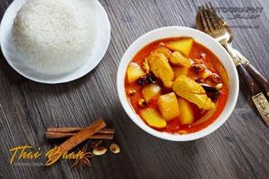 Gaeng Massaman Gai; ; Thai Baan Neudorf; Yupin Seidel; thailändischer Kochservice; Foodtruck; Kochkurs, Thaifood, gesunde Ernährung, Restaurant