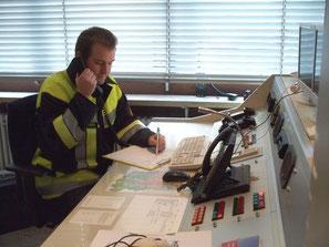 Im Gerätehaus war ein Führungsstab eingerichtet, der den Einsatzleiter mit wertvollen Informationen versorgen konnte.