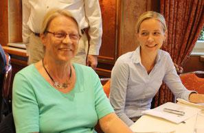 Vorsitzende Frau Dr.R. Olshausen (links) und Geschäftsführerin Frau L. Schwöbel