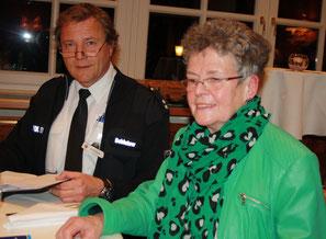 Frau Möbius und Herr Schlutow, Vorstand der Verkehrswacht Braunschweig