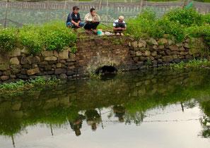 hier warten auch Fischer geduldig auf einen Fang