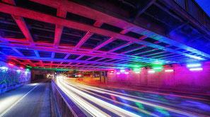 Wie hier in Singen  könnte die Brücke an der Herzebrocker Straße bald beleuchtet werden.