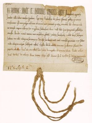 Parchemin, 125 x 155 mm (repli : 17 mm) ; autrefois scellé su sceau de Raoul 1er, comte de Soissons, appendu sur lacs de chanvre.Paris, Arch. nat. S 4952, n°37 ; liasse 2, n°5.