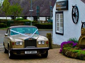 ein Rolls-Royce gehört hier zu Standard-Auftritt