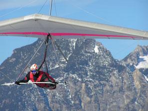 Schöner ruhiger Anflug auf den Landeplatz in Werfenweng in Salzburger Land