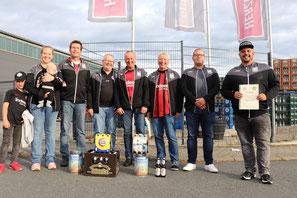 Gruppenfoto der Tippspiel-Sieger