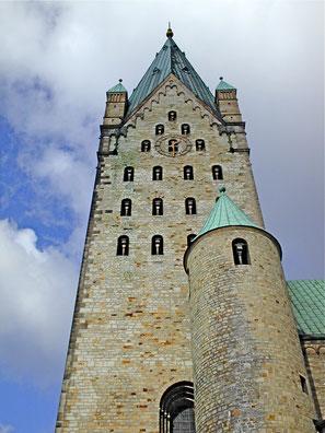 Westturm des Paderborner Dom (Foto: mibuchat)
