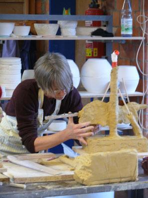 Entstehen eines Stieres aus Keramik
