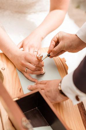 Trauritual Zeremonie Freie Trauung Olpe NRW Hochzeit Siegelwachs Kerze Hochzeitskerze Brief und Siegel