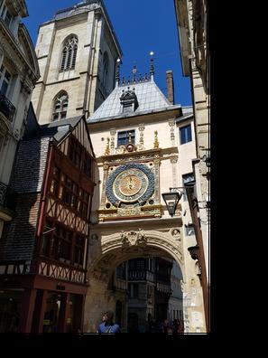 Le Gros-Horloge est une des premières horloges publiques de France (14ème siècle)