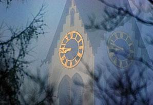 Kirchenuhr, Nebel, Morgen