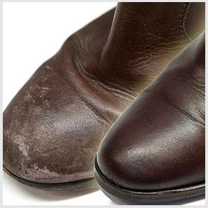 Schuh mit unschönen Schnee- und Wasserrändern vor und nach der Reinigung, Imprägnierung und Pflege - wie neu.