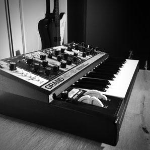Blackhole Music & Productions Gitarren Moog Grandmother Komposition