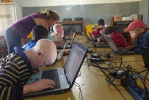 Beim PC-Unterricht mit den Kleinen
