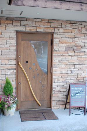 玄関ドア木製 店舗用・福岡県