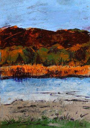 Das gegenüberliegende Ufer der Oder wird durch das Abendlicht orange geflutet.