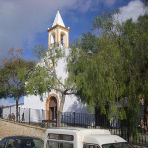 Die Dorfkirche in Sant Joan mit dem seltenen Glockenturm