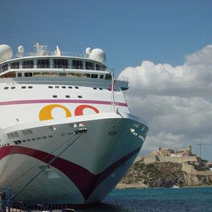 Ibiza mit einer Fähre erreichen