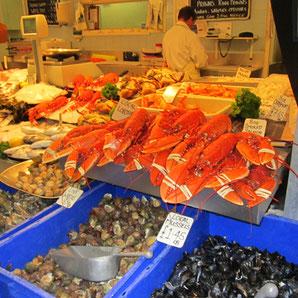 frischer Hummer auf dem Fischmarkt