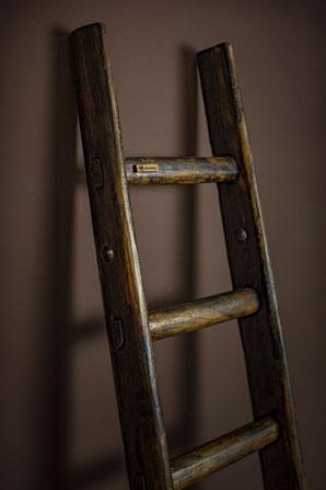 Scala a pioli in legno con segni d'età - Ladder with sign of ageing for decor