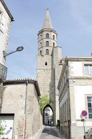 La collégiale Saint Michel a dû être construite de 1240 à 1270. L'édifice est imposant par ses dimensions : 60m de long, 20 de large, 25 de haut *** Crédit photo : Couleur Média