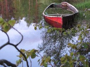 Ein vollgelaufenes Boot am Nydala