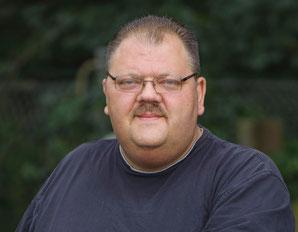 Johannes Mölders ist erfahrener Steinmetz und Geschäftsführer von Grabmale Mölders in Duisburg