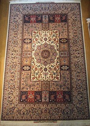 ESFAHAN FATEHI工房ドザールサイズとても繊細な織で落ち着きのある1枚です。