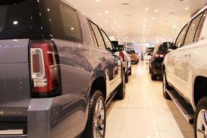 Dreh-Zahl Bild Showroom Neuwagenverkauf