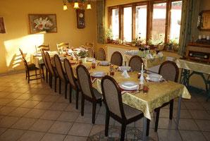 Der Speisesaal mit Bestuhlung für eine Gruppe