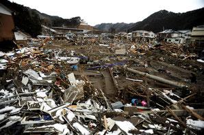 2011年東日本大震災で発生した津波の家屋が押し流されました。