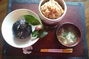 鳥取県日野郡日南町のときわすれ清水屋では、古民家で味噌づくり体験できる