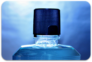 Mundspüllösungen beseitigen einen Teil der Mundgeruch verursachenden Bakterien. (© Amanda Day)