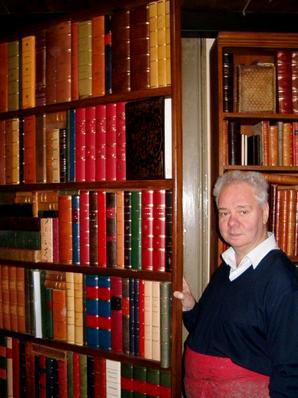 History - Conti Borbone - Faux books door