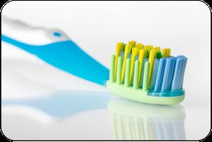 Sorgfältiges und regelmäßiges Zähneputzen ist eine der besten Maßnahmen gegen Mundgeruch. (© themanofsteel - Fotolia.com)