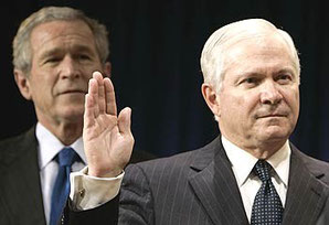 Robert Gates, en 1er plan