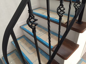 階段にねじりとバスケットデザインのアイアン手摺
