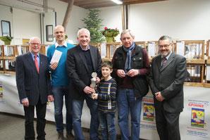Über eine 150 Euro-Spende konnte sich die Fördergemeinschaft der Erich-Kästner-Schule freuen.