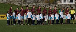 Die U7 als Einlaufkinder beim FC Staad. © Florian Hepberger