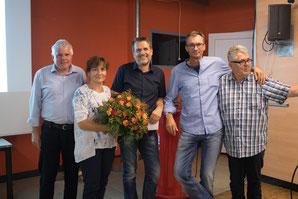 Erhielten zum Abschied von Arno Huber (links) und Martin Bitschnau (rechts) Präsente für ihre langjährige Mitarbeit, von links: Brigitte Hepberger, Thomas Strele und Dietmar Widemschek. © Florian Hepberger