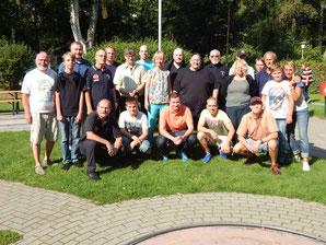 Das Teilnehmerfeld zusammen mit den Helfern vom HMC
