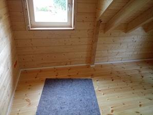 Jetzt nur noch die Innenverschalung der Fenster und die Steckdosen ... dann sind wir in den oberen Zimmern durch.