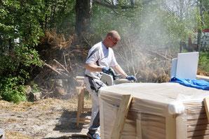 Das ist kein Zigarettenstaub, sondern riecht nach harter Arbeit. Die Trockenbauarbeiten im Bad und Gästeklo sind fertig und somit ist alles bereit für die Fliesen.